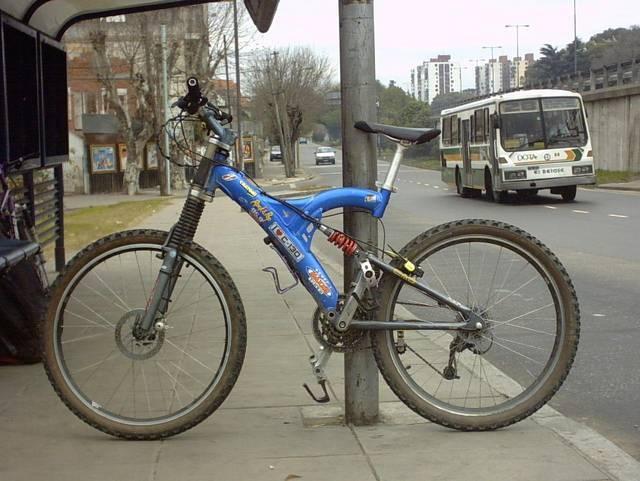 cuadro de aluminio con suspensión trasera venta bicicleta btt