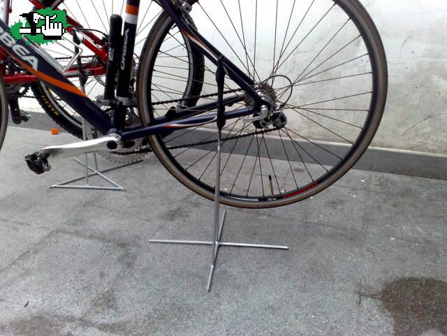 Soporte casero bicicleta btt for Soporte para bicicletas suelo