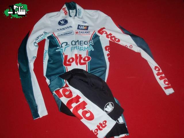 Indumentaria del equipo profesional Omega Pharma Lotto ...